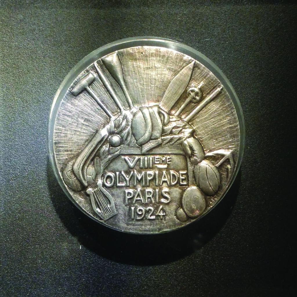 Medal olimpijski zdobyty przez kolarza Jozefa Langego z pierwszej polskiej reprezentacji olimpijskiej na letniej Olimpiadzie w Paryżu